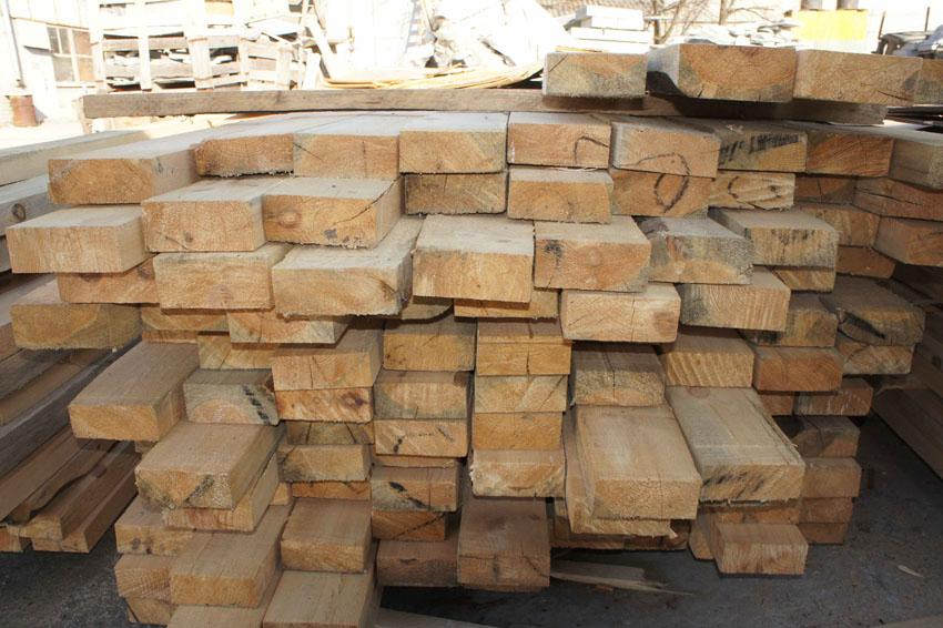 Купить строительный деревянный брус в Харькове